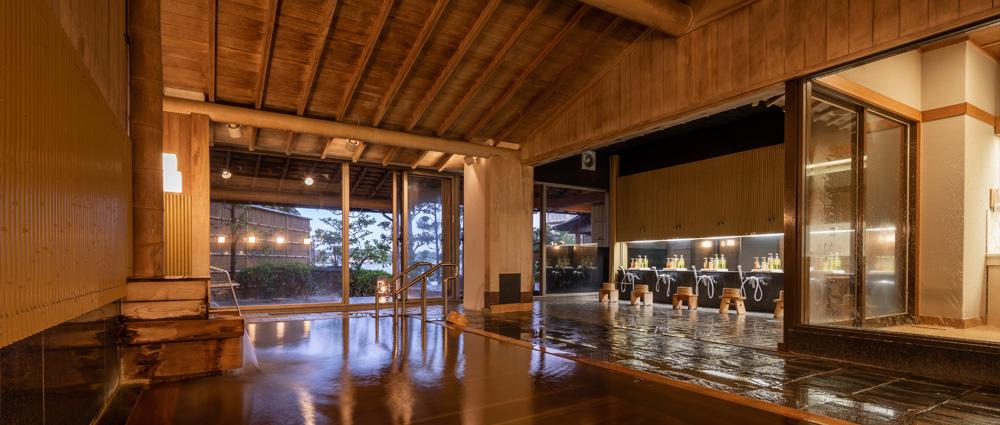 総檜作りの大浴場